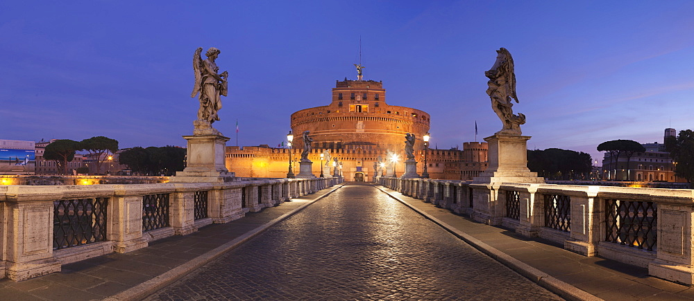 Mausoleum of Hadrian, Castel Sant'Angelo, Ponte Sant'Angelo Bridge, UNESCO World Heritage Site, Rome, Lazio, Italy, Europe