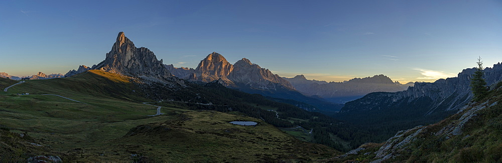 Giau Pass, Gusela, Tofana, Croda del Becco and Cristallo at sunrise, Dolomites, Veneto, Italy, Europe