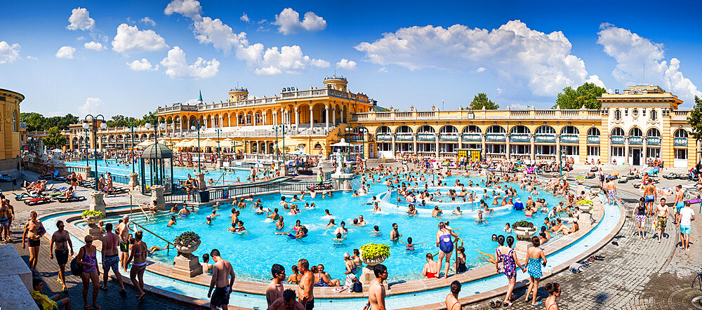 The Széchenyi Thermal Baths in Budapest, the largest medicinal bath in Europe - 1265-166