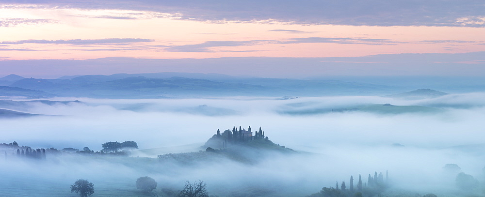 Podere Belvedere and mist at sunrise, San Quirico d'Orcia, Val d'Orcia, UNESCO World Heritage Site, Tuscany, Italy, Europe - 1284-138