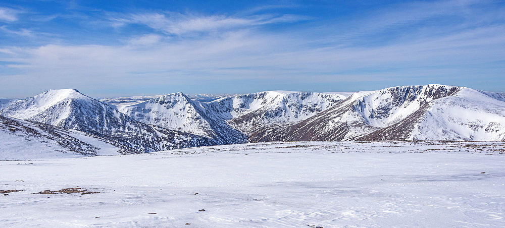 Looking out across the Cairngorm in winter to Angels Peak, 1258m, and Braeriach, 1296m, Scotland, United Kingdom, Europe - 1287-38