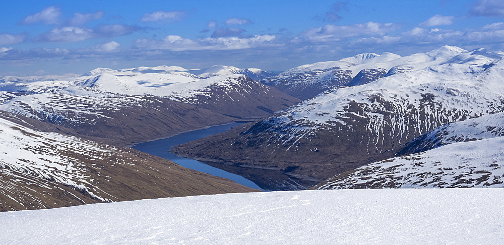 Looking down to Loch Lyon and Glen Lyon from the summit ridge of Beinn Dorain in the Scottish Highlands, Scotland, United Kingdom, Europe - 1287-67