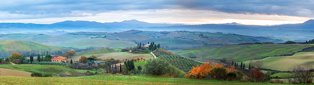 Panoramic view of San Quirico d'Orcia, Val d'Orcia, UNESCO World Heritage Site, Tuscany, Italy, Europe - 1306-704