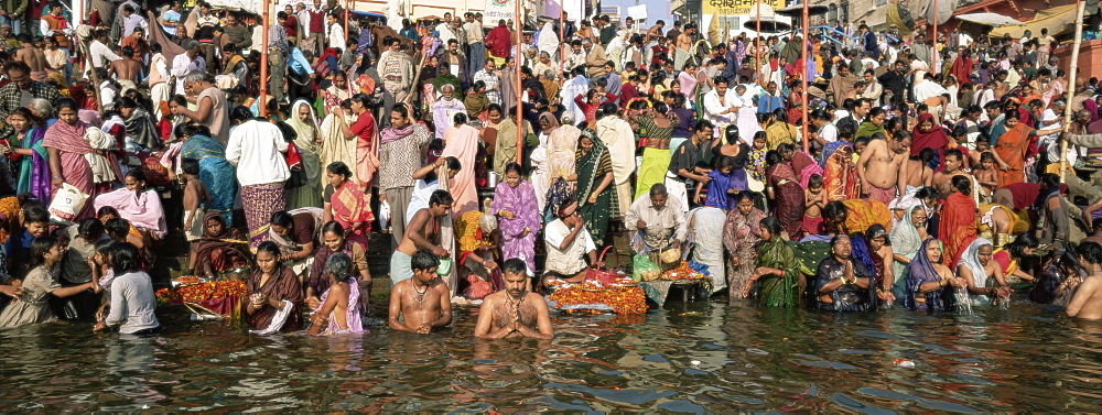 Hindus bathing in the early morning in the holy river Ganges (Ganga) along Dasswamedh Ghat, Varanasi (Benares), Uttar Pradesh state, India, Asia
