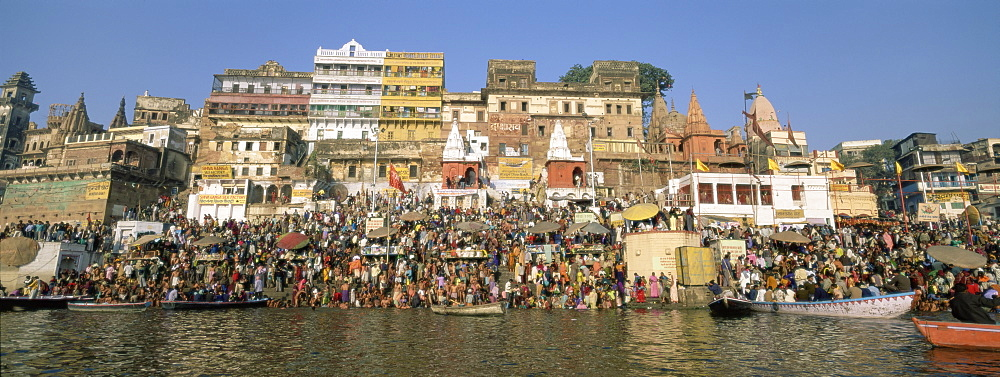 Hindus bathing in the early morning in the holy river Ganges (Ganga) along Dasaswamedh Ghat, Varanasi (Benares), Uttar Pradesh state, India, Asia