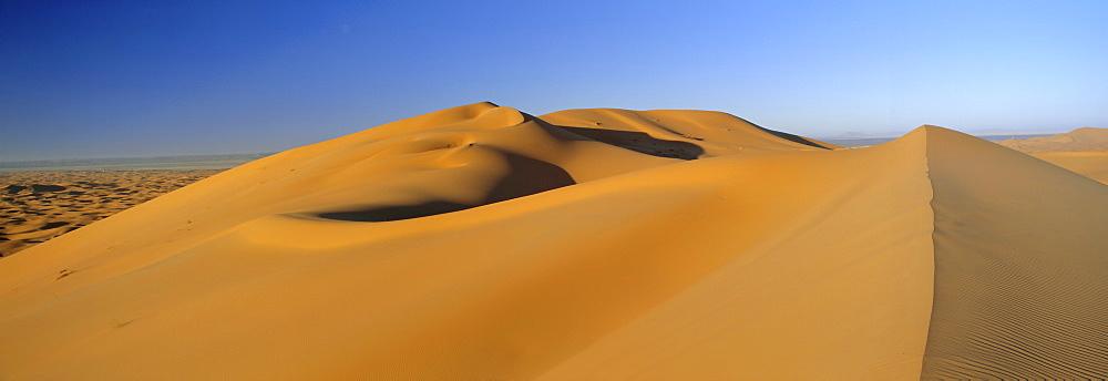 Sand dunes, Erg Chebbi, Sahara Desert near Merzouga (Erfoud), Morocco