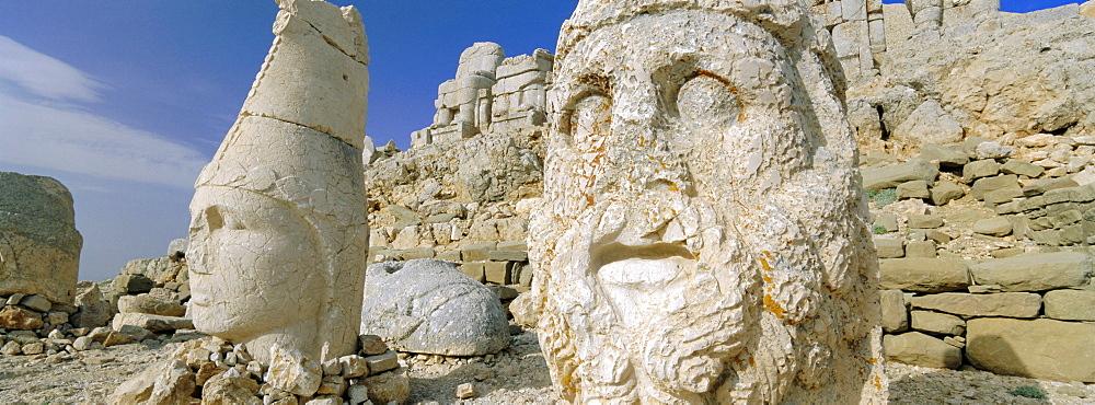 Ancient carved stone heads, Nemrut Dagi (Nemrut Dag), on summit of Mount Nemrut, UNESCO World Heritage Site, Anatolia, Turkey, Asia Minor, Asia