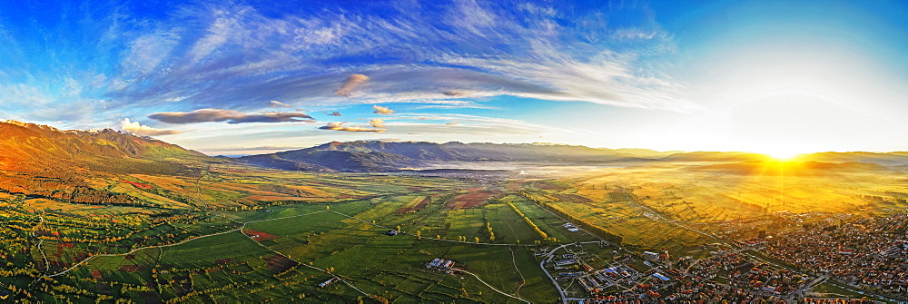 Europe, Bulgaria, Bansko, aerial view of Bansko and Rila mountains (drone)
