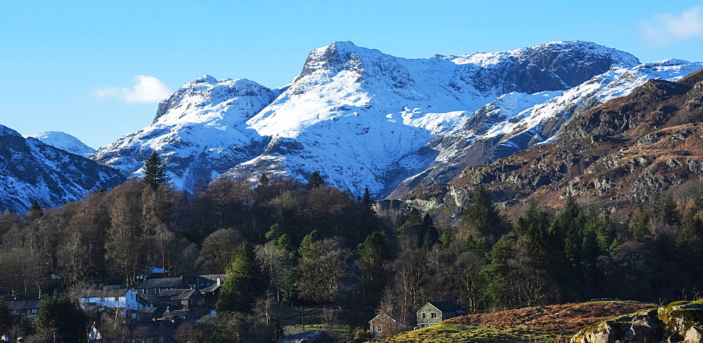 Langdale Pikes, Elterwater Village, Langdale Valley, Lake District National Park, UNESCO World Heritage Site, Cumbria, England, United Kingdom, Europe