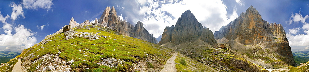 360° panoramic view of the Langkofel and Plattkofel massif near the Langkofelhuette hut, Val Gardena, province of Bolzano-Bozen, Italy, Europe