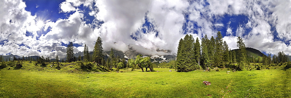 360 ° mountain panorama with unusual cloud formation, mountain forest and maple trees, Kleiner Ahornboden, Karwendel, Tyrol, Austria, Europe