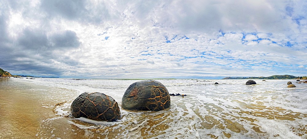 Moeraki Boulders, spherical rocks on Koekohe Beach, Otago, South Island, New Zealand, Oceania