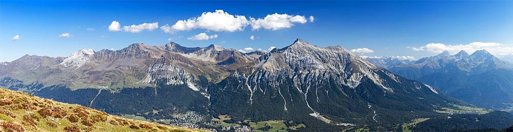 Alpine panorama, mountain range with Lenzerhorn and Schwarzhorn, view from Piz Scalottas, Swiss Alps, Canton of Grisons, Switzerland, Europe