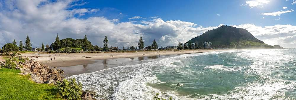 View to Mount Manganui with beach, view from Moturiki, Tauranga, Bay of Plenty, North Island, New Zealand, Oceania