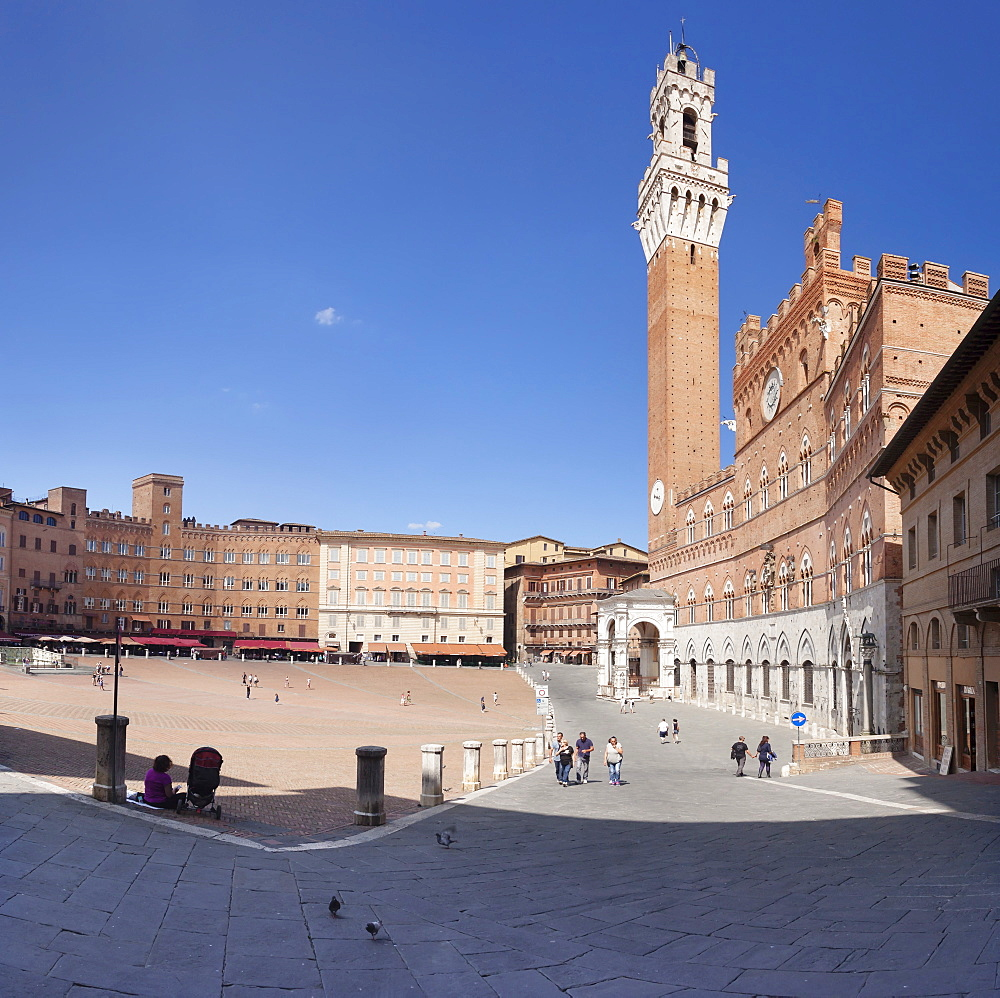 Piazza del Campo with Palazzo Pubblico town hall and Torre del Mangia Tower, Siena, UNESCO World Heritage Site, Siena Province, Tuscany, Italy, Europe