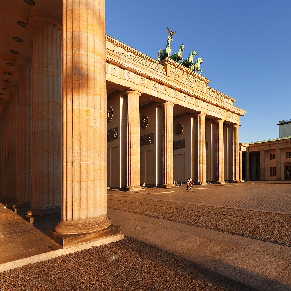 Brandenburg Gate (Brandenburger Tor) at sunrise, Quadriga, Berlin Mitte, Berlin, Germany