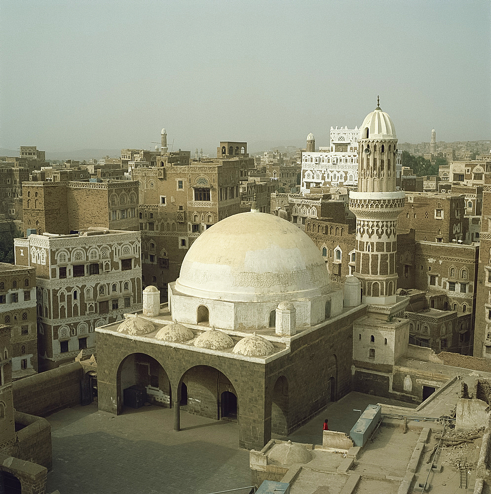 Mosque and city skyline, Sana'a, Yemen, Middle East