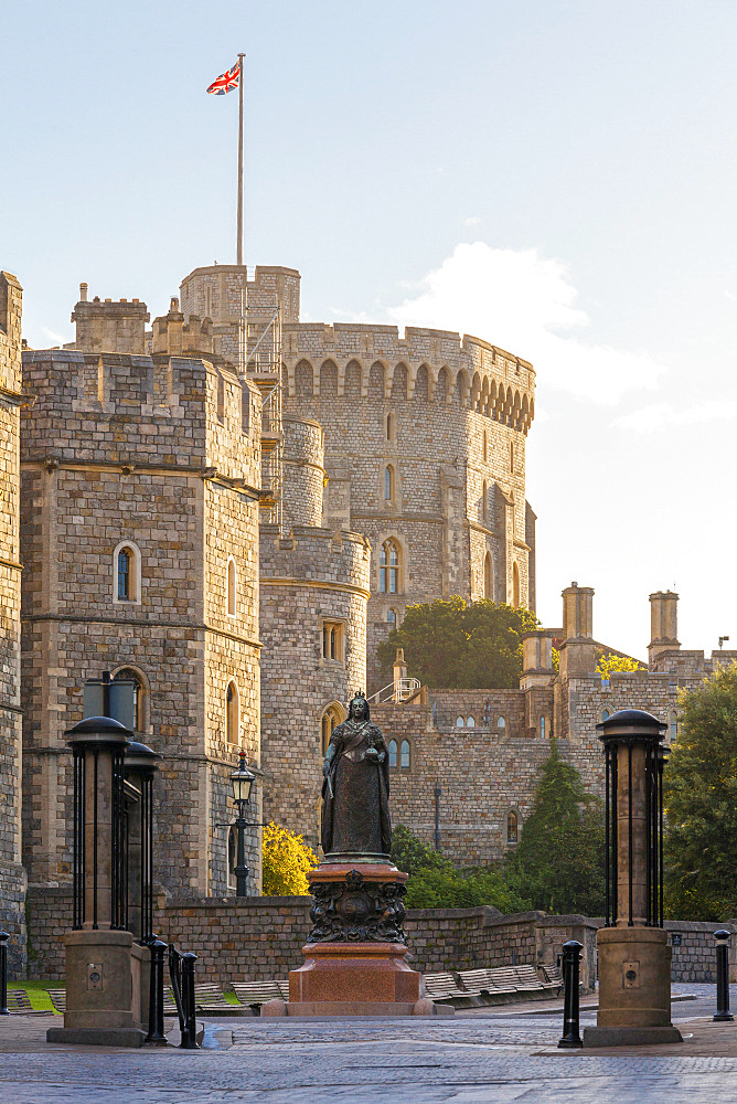 Windsor Castle and statue of Queen Victoria at sunrise, Windsor, Berkshire, England, United Kingdom, Europe - 10-421