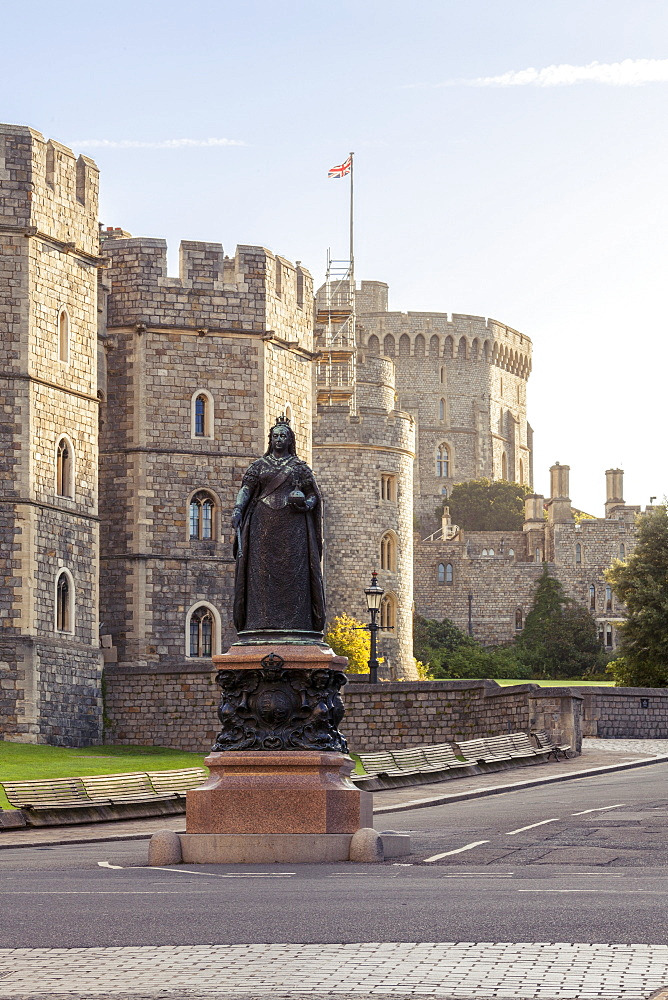 Windsor Castle and statue of Queen Victoria at sunrise, Windsor, Berkshire, England, United Kingdom, Europe - 10-422