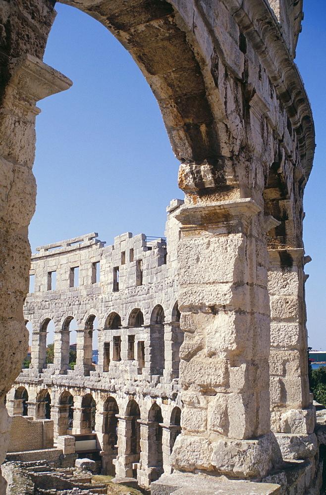 Roman amphitheatre dating from 1st century BC, with 22000 capacity, Pula, Istria, Croatia, Europe