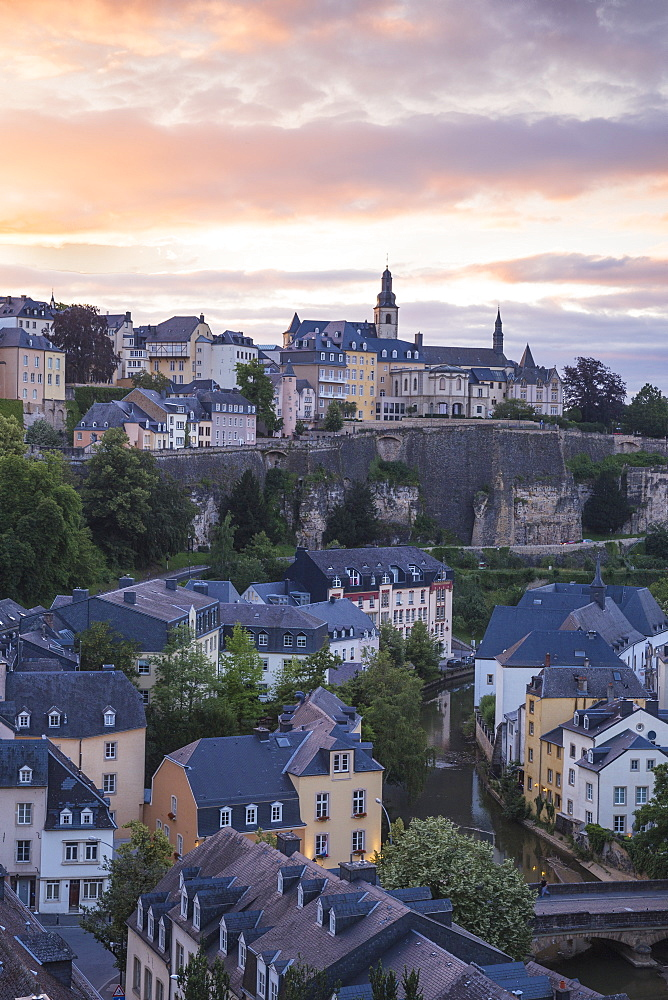 View over the Grund (Lower Town) towards The Corniche (Chemin de la Corniche), Luxembourg City, Luxembourg, Europe
