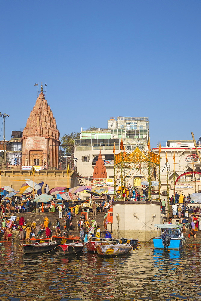 Dashashwamedh Ghat, the main ghat on the Ganges River, Varanasi, Uttar Pradesh, India, Asia