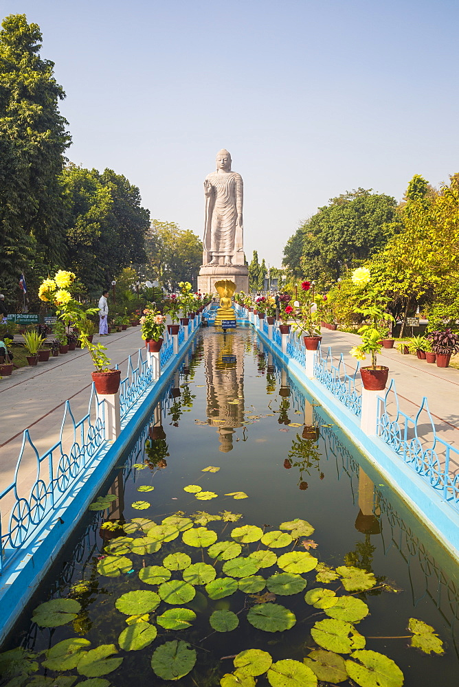Thai temple and monastery, Sarnath, Uttar Pradesh, India, Asia