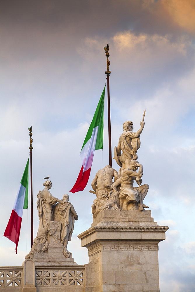 Statues on Vittorio Emanuele II Monument, Rome, Lazio, Italy, Europe