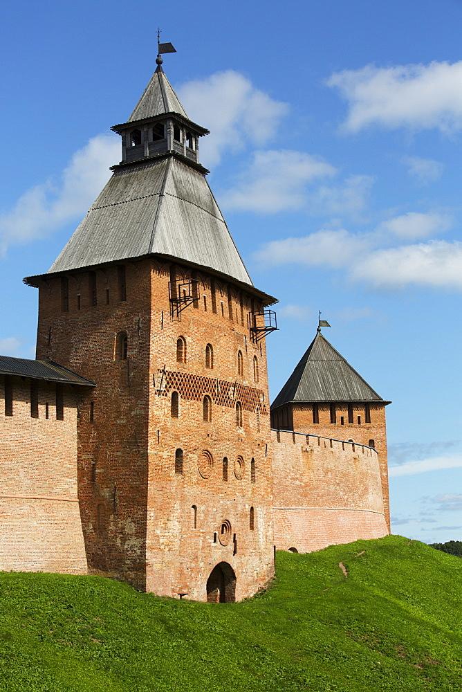 Spasskaya Tower (left), Dvortsovaya Tower (right), both 15th century, Kremlin Wall, Veliky Novgorod, Novgorod Oblast, Russia