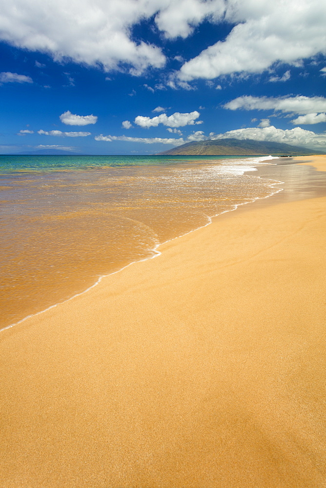 Turquoise ocean water and golden sand on Keawakapu Beach, Wailea, Maui, Hawaii, United States of America