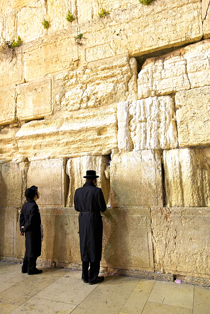 Worshippers at The Western Wall, UNESCO World Heritage Site, Jerusalem, Israel, Middle East