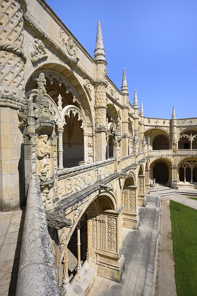 Courtyard detail, Monastery of the Hieronymites (Mosteiro dos Jeronimos), UNESCO World Heritage Site, Belem, Lisbon, Portugal, Europe - 1131-1574