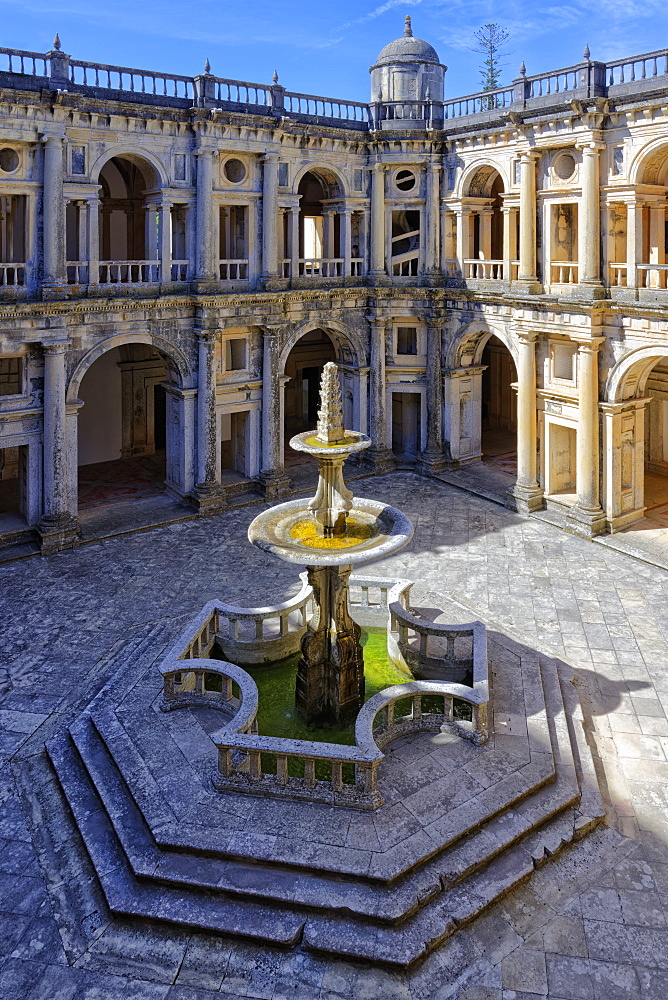 Main cloister and fountain, Castle and Convent of the Order of Christ (Convento do Cristo), UNESCO World Heritage Site, Tomar, Santarem district, Portugal, Europe - 1131-1588