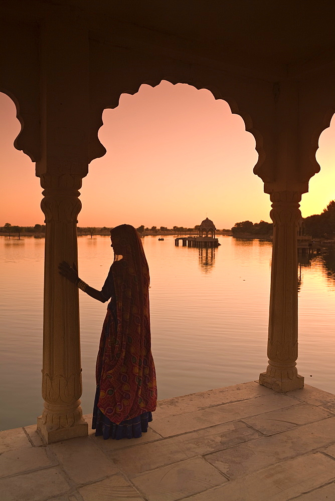 Woman in traditional dress, Jaisalmer, Western Rajasthan, India, Asia