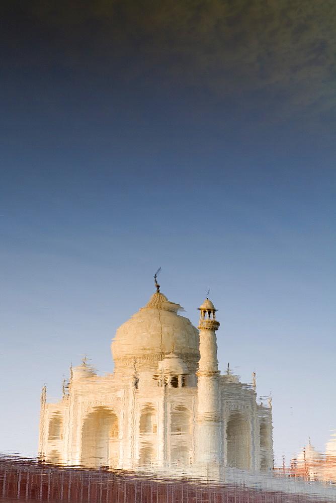 The Taj Mahal reflected in the Yamuna River, UNESCO World Heritage Site, Agra, Uttar Pradesh, India, Asia