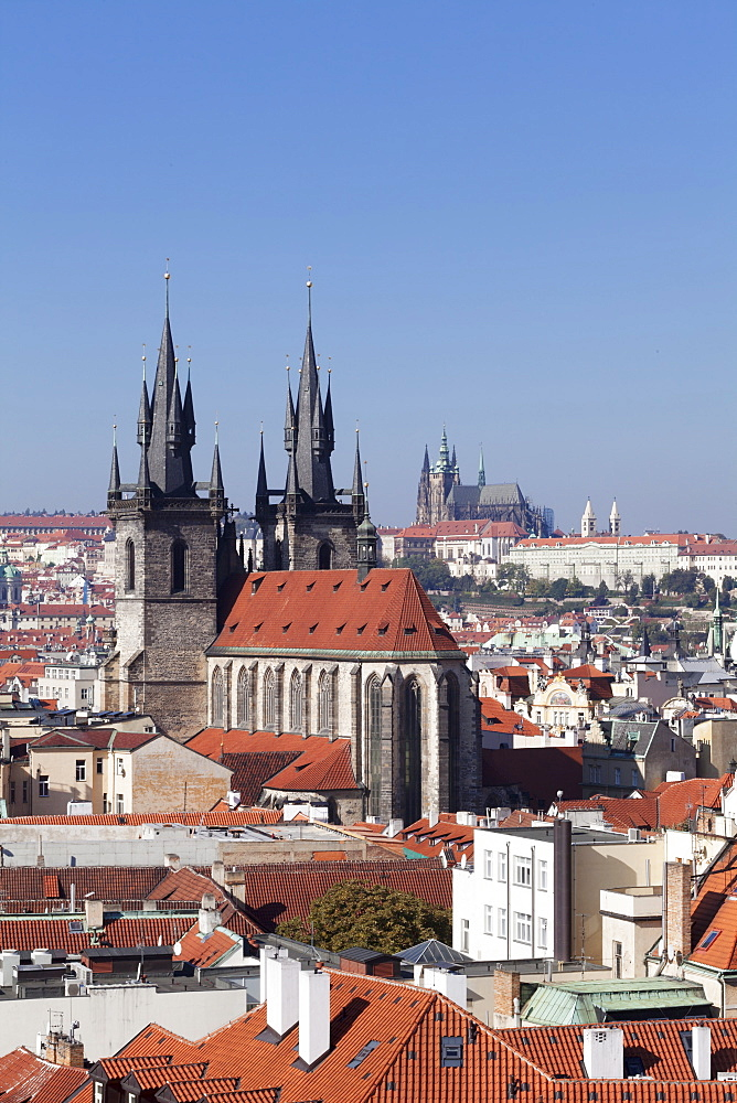 View over the Old Town (Stare Mesto) with Tyn Cathedral (Church of Our Lady Before Tyn) to Castle District with Royal Palace and St. Vitus Cathedral, Prague, Bohemia, Czech Republic, Europe
