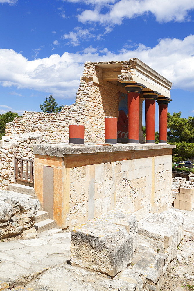Minoan Palace, Palace of Knossos, North Entrance, Iraklion (Heraklion) (Iraklio), Crete, Greek Islands, Greece, Europe