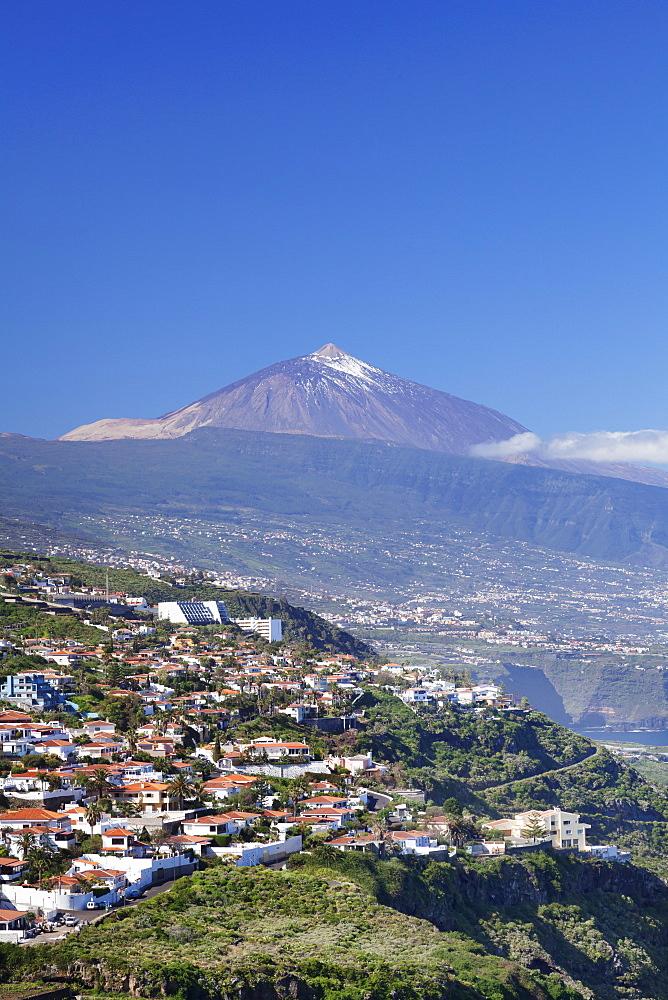 View from El Sauzal to Puerto de la Cruz and Pico del Teide, Tenerife, Canary Islands, Spain, Europe