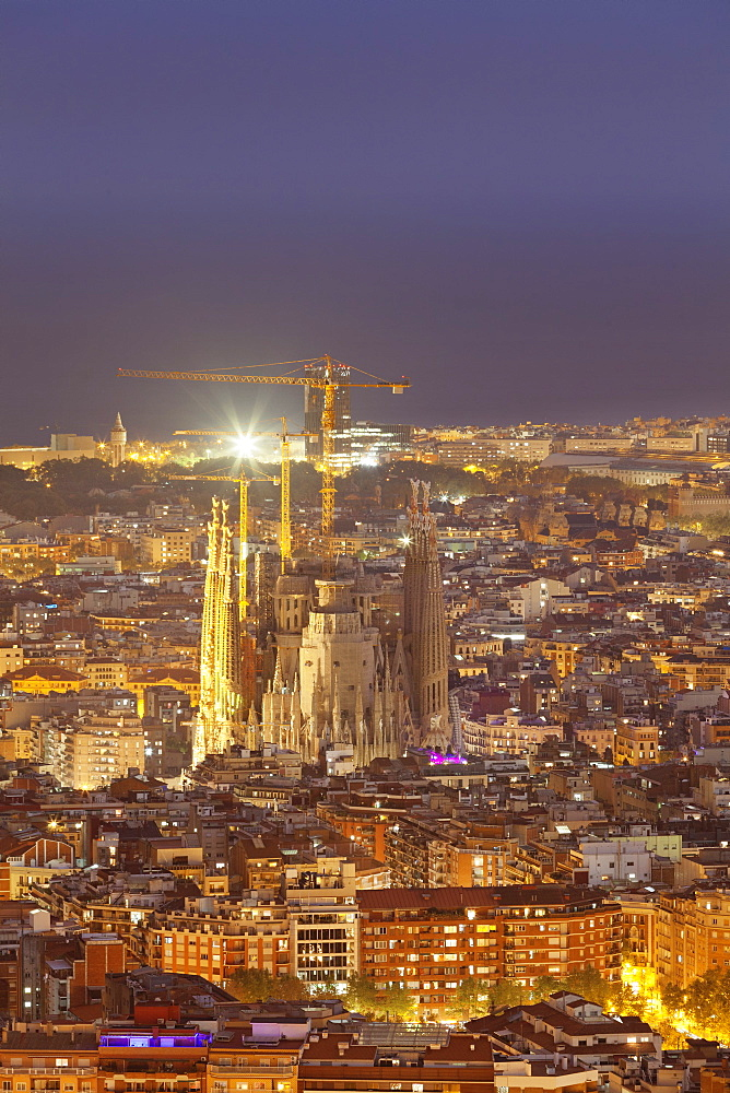 Barcelona skyline with Sagrada Familia, by architect Antonio Gaudi, UNESCO World Heritage Site, Barcelona, Catalonia, Spain, Europe