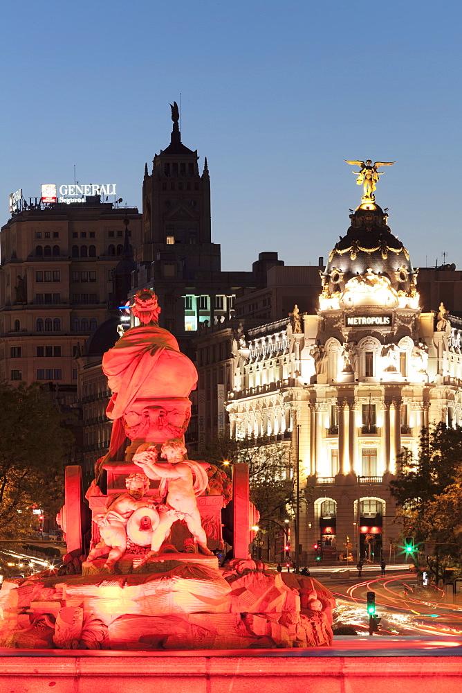 Cibeles Fountain (Fuente de la Cibeles), Plaza de la Cibeles, Edificio Metropolis Building, Madrid, Spain, Europe