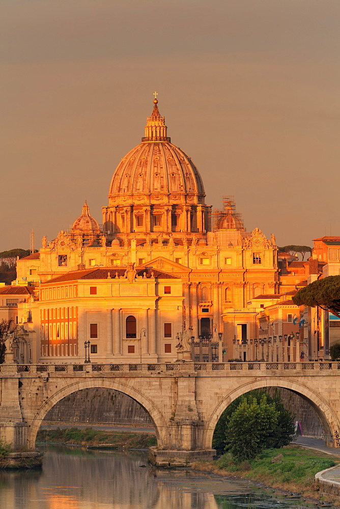 View over Tiber River to Ponte Vittorio Emanuele II Bridge and St. Peter's Basilica at sunrise, Rome, Lazio, Italy, Europe - 1160-3828