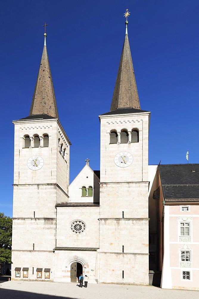 Church of St.Peter and St.Johannes at Schlossplatz Square, Berchtesgaden, Upper Bavaria, Bavaria, Germany - 1160-3963