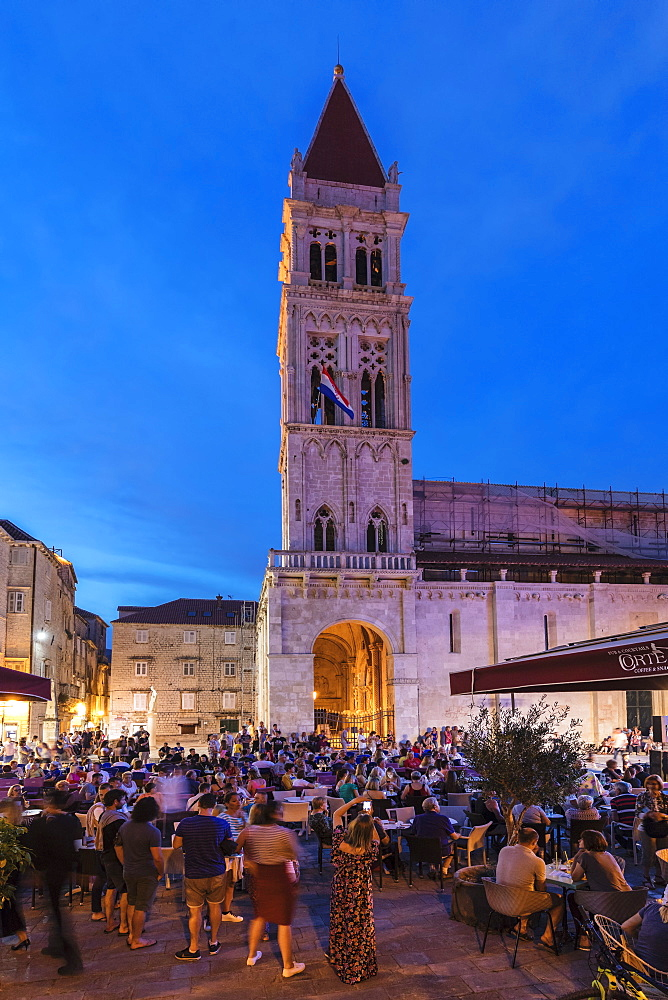 Restaurants and Cafes at Main Square, St. Laurentius Cathedral, Trogir, UNESCO World Heritage Site, Dalmatia, Croatia, Europe - 1160-4150