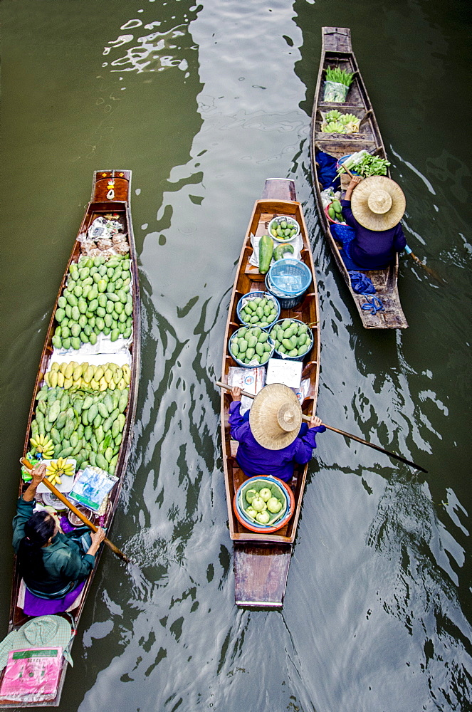 Vendors paddle their boats, Damnoen Saduak Floating Market, Thailand. - 1163-45