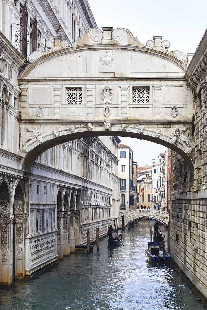Bridge of Sighs in winter, Venice, UNESCO World Heritage Site, Veneto, Italy, Europe