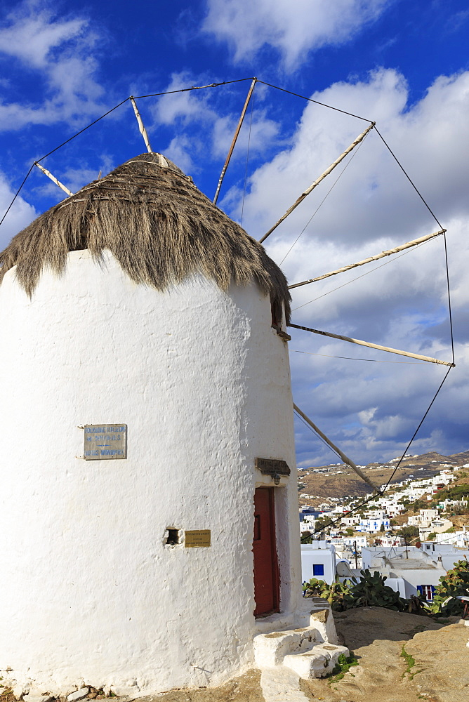 Whitewashed windmill and houses, Mykonos Town (Chora), Mykonos, Cyclades, Greek Islands, Greece, Europe