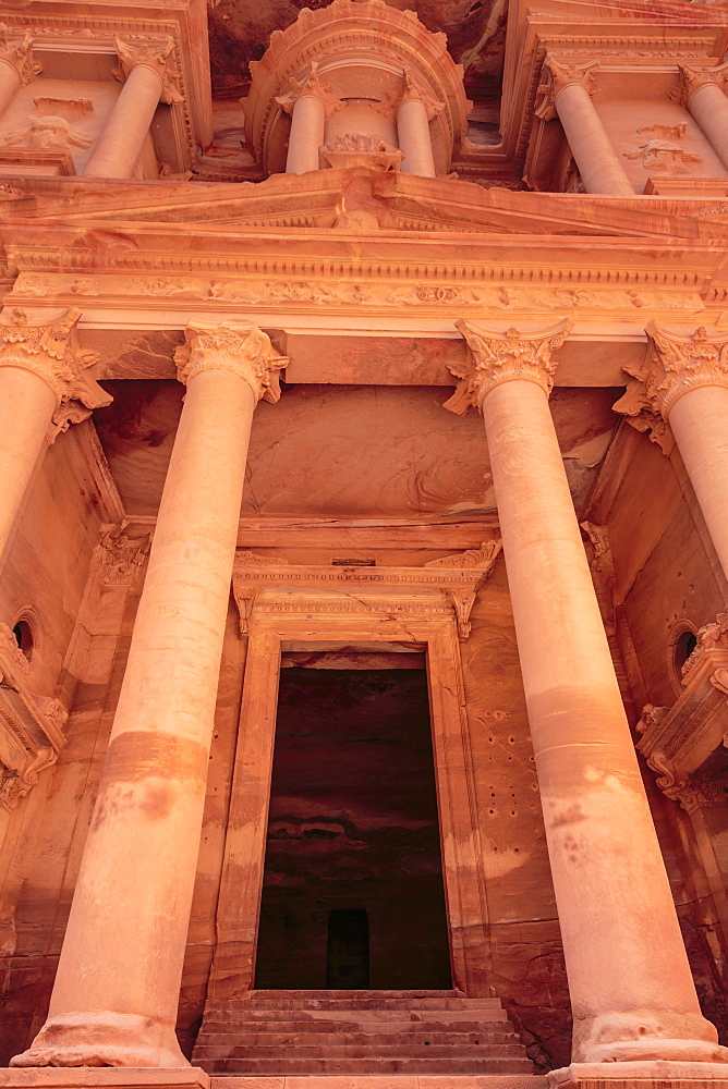 The Treasury (Al-Khazneh), Petra, UNESCO World Heritage Site, Jordan, Middle East
