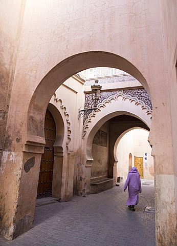 Woman in traditional djellaba dress in narrow streets of old quarter, Medina, Marrakesh, Morocco, North Africa, Africa - 1170-112
