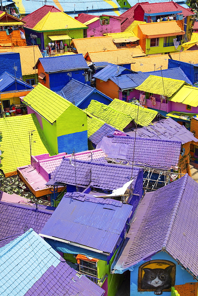 Indonesia, Java, Malang, the brightly painted Warna-warni kampong or shanty town / slum - 1176-1002