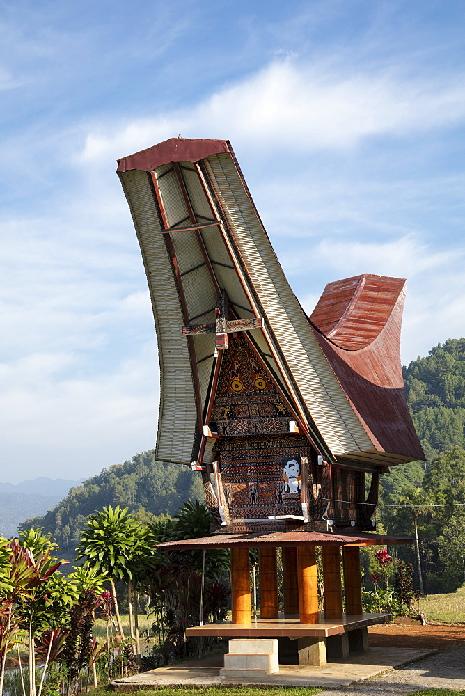 A traditional Torajan Tongkonan long house, Tana Toraja, Sulawesi, Indonesia, Southeast Asia, Asia